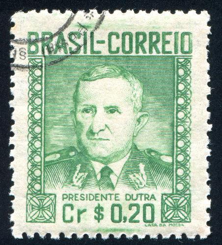 Eurico Gaspar Dutra foi o presidente eleito em 1945 e inaugurou o período democrático conhecido como Quarta República.**