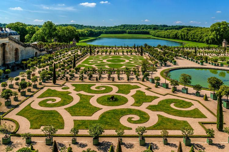 Laranjal, um dos jardins construídos nos fundos do Palácio de Versalhes.