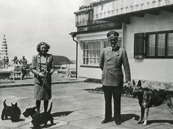 Hitler casou-se com Eva Braun um dia antes de cometer suicídio.*