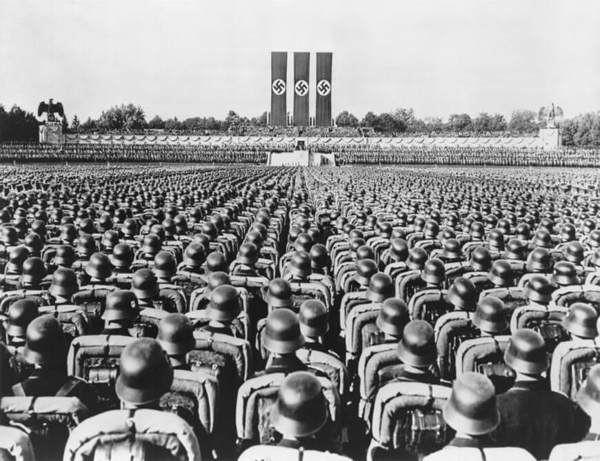 O Partido Nazista surgiu na Alemanha em 1919 e assumiu o poder do país em 1933, quando Hitler foi nomeado primeiro-ministro alemão.*