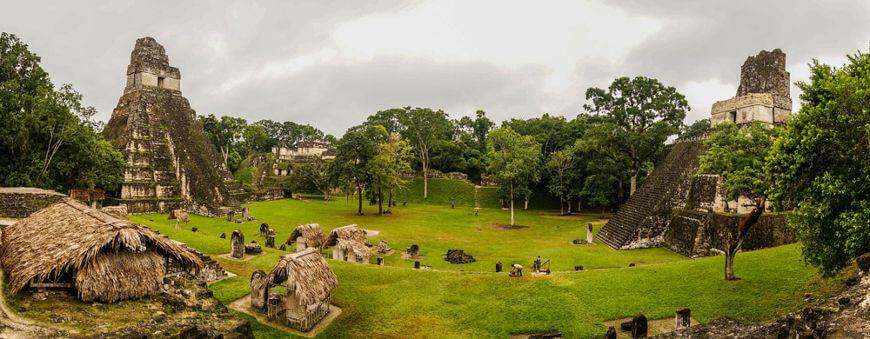Ruínas da cidade maia de Tikal, localizadas na atual Guatemala.