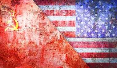"""A """"Guerra Fria"""" ficou caracterizada pela oposição entre duas superpotências (EUA e URSS), que """"dividiram"""" o mundo ideologicamente"""