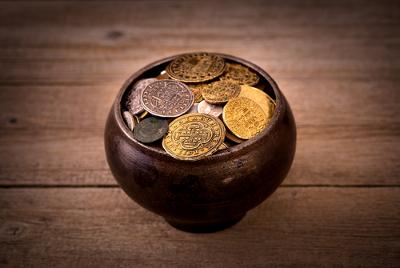 As trocas monetárias sofisticadas da Baixa Idade Média contribuíram decisivamente para o desenvolvimento do capitalismo