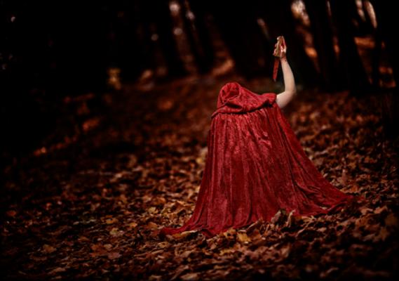 Chapeuzinho vermelho e suas diversas versões durante o decorrer da história da humanidade
