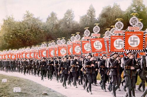Desfile de tropas nazistas
