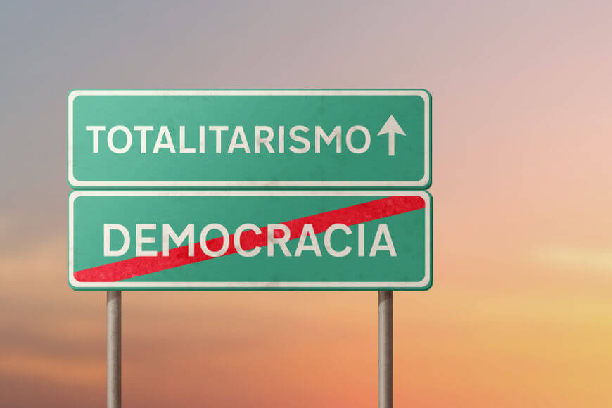 Durante o auge do totalitarismo (décadas de 1920 e 1930), uma série de regimes democráticos ruiu para o autoritarismo.