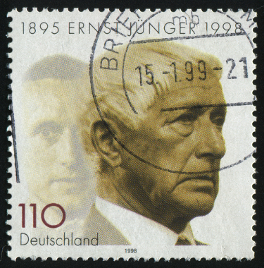 """Ernst Jünger, autor de """"Tempestades de aço"""" e de """"Mobilização total"""""""