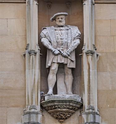 Estátua de Henrique VIII localizada em Cambridge, na Inglaterra