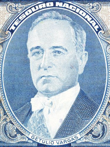 Getúlio Vargas assumiu a presidência do Brasil como desdobramento do sucesso da Revolução de 1930.