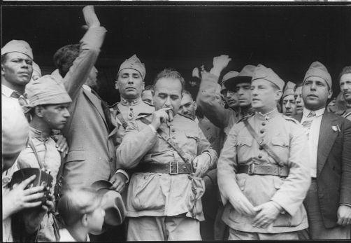 Getúlio Vargas, no centro da imagem, no momento da vitória da Revolução de 1930