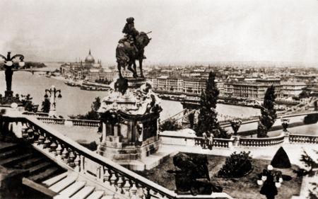 Imagem de Budapeste antes do cerco soviético à cidade no final de 1944 *