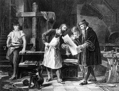 Na imagem acima, Gutenberg (à direita) manuseia um panfleto impresso em tipos móveis
