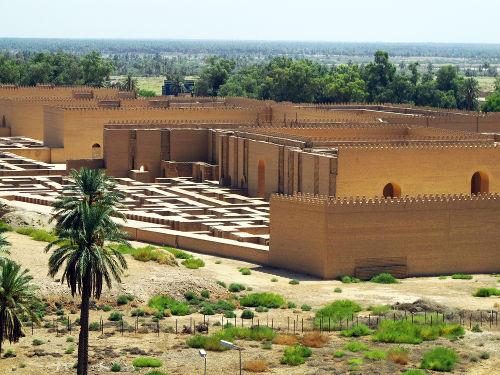 No século VI a.C., houve a deportação forçada de hebreus para a cidade da Babilônia*