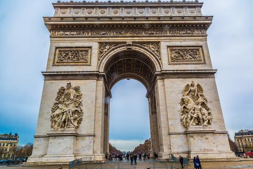 O Arco do Triunfo é um dos principais monumentos construídos em Paris por Napoleão Bonaparte*