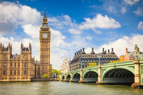 O famoso sino Big Ben foi construído no século XIX e instalado na Torre do Relógio, em Londres