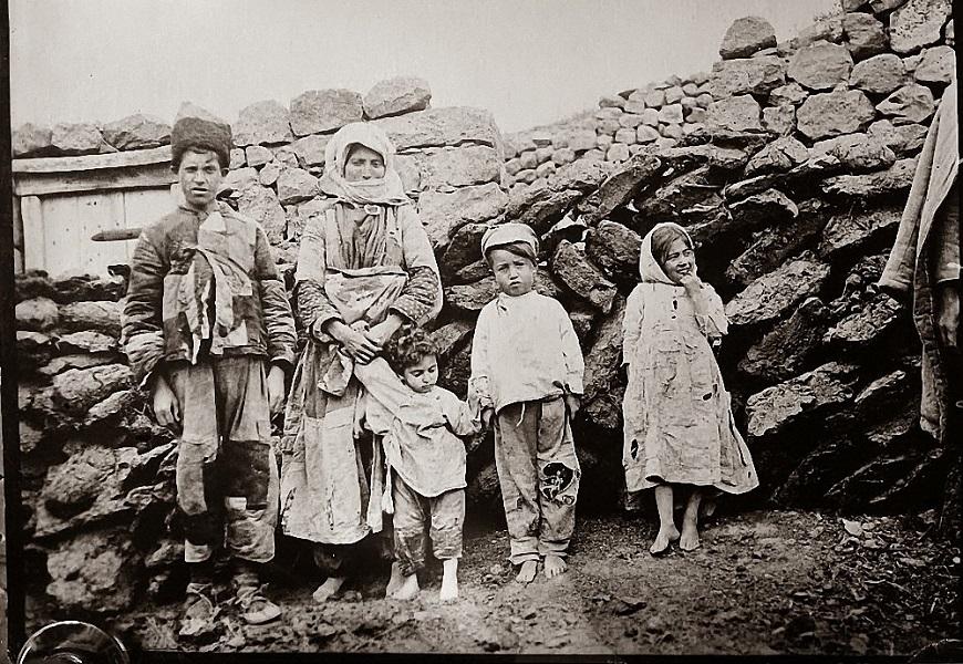 O genocídio da população armênia foi perpetrado pelo Império Turco-Otomano entre os anos de 1915 e 1923