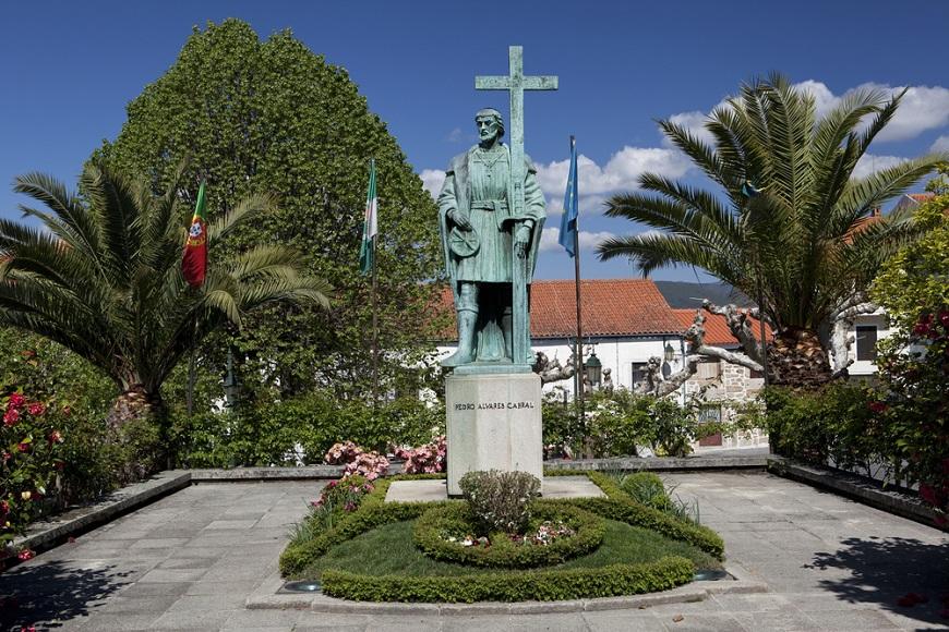 O navegador português, Pedro Alvares Cabral, foi quem deu o primeiro nome às terras encontradas: Terra de Vera Cruz