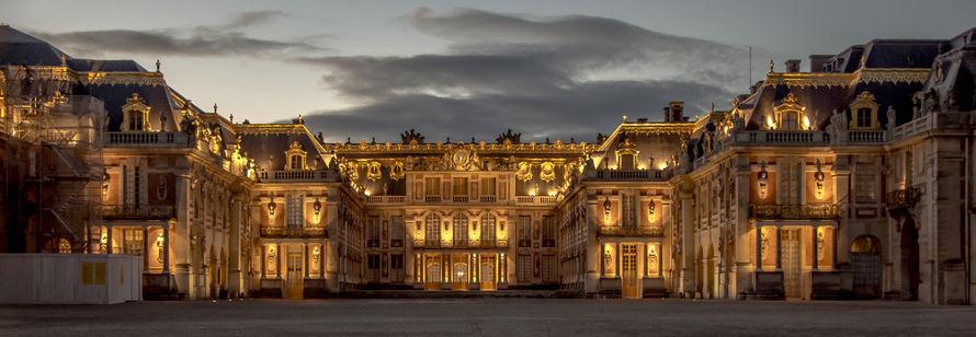 O Palácio de Versalhes começou a tomar a atual forma durante o reinado de Luís XIV.