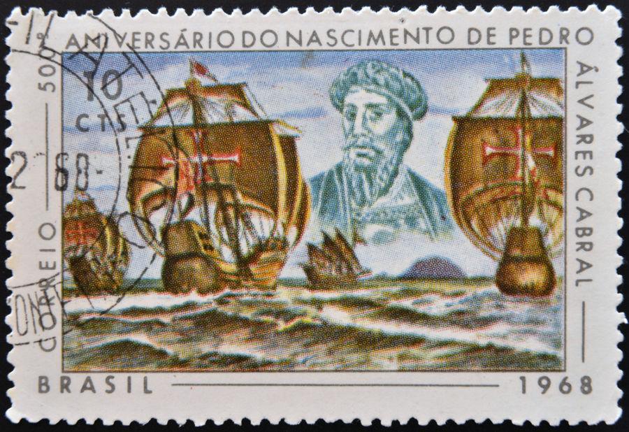 O processo das Grandes Navegações possibilitou a existência da expedição portuguesa liderada por Pedro Álvares Cabral, que chegou ao Brasil em 1500.*