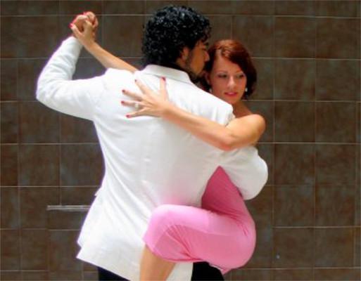 O tango é fruto do encontro de diferentes culturas musicais da Europa e da América