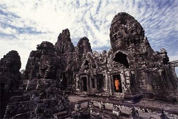 O templo Bayon, uma das maiores construções do povo khmer