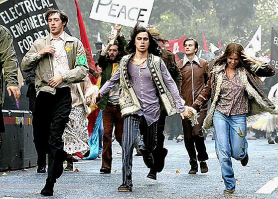 Os hippies posicionaram-se politicamente sobre várias questões de sua época