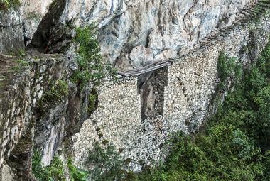 Os incas desenvolveram uma tecnologia com cordas trançadas capaz de lançar sólidas pontes sobre os penhascos da região que habitavam