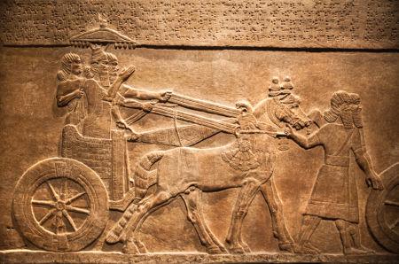 Parede do palácio de Nínive retrata o rei assírio Assurbanipal caçando animais selvagens *