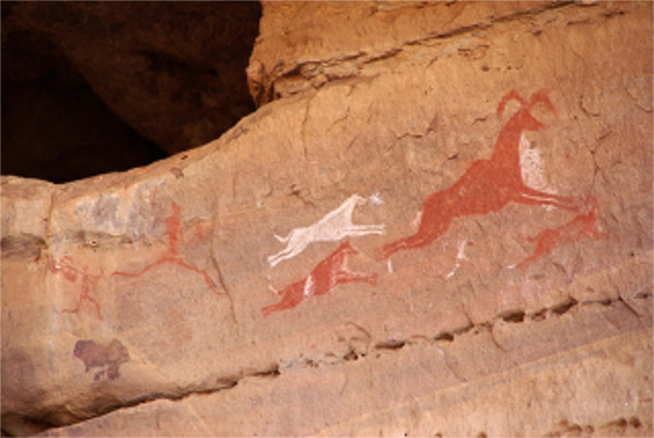 Pintura rupestre em que é possível identificar uma cena de caça na Pré-história
