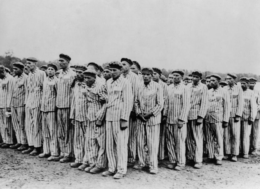 Prisioneiros judeus no campo de concentração de Buchenwald, na Alemanha.*