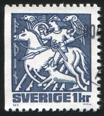 Representação de Odin em selo sueco. Repare os dois corvos (Hugin e Munin) nos ombros de Odin e o cavalo de oito patas (Sleipnir) *