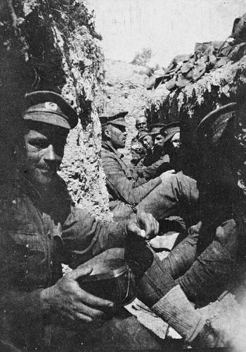 Soldados em trincheira na cidade de Galípoli, Turquia, 1915<sup>1</sup>