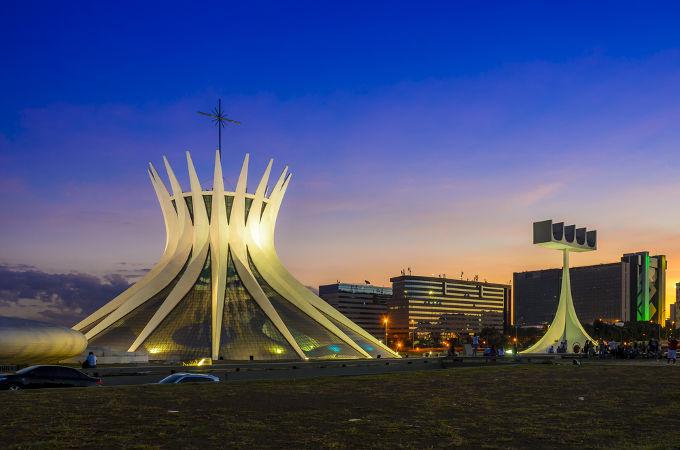Um dos grandes acontecimentos da Quarta República foi a fundação da nova capital do Brasil, nomeada de Brasília*