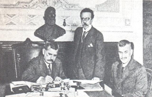 Venceslau Brás assinando a declaração de guerra