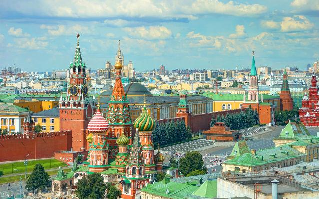Visão da cidade de Moscou com destaque para a Catedral de São Basílio (no centro da imagem)