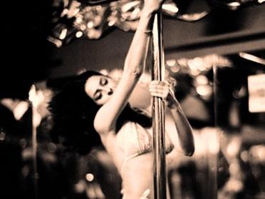 Os espetáculos burlescos contribuíram para a consolidação de um novo tipo de entretenimento adulto