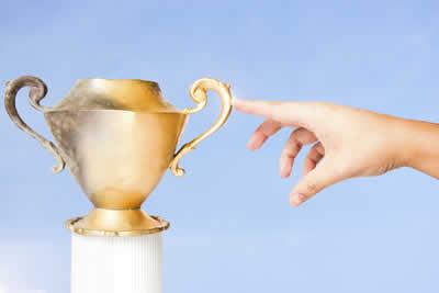 O mito do rei Midas afirma que ele acabou tendo uma maldição, ao pedir para transformar em ouro tudo que tocasse
