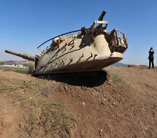 Parte de tanque utilizado na Guerra do Yom Kippur, nas Colinas de Golã.*